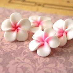 4 fleurs de frangipanier en pate fimo 24 mn fimoooo. Black Bedroom Furniture Sets. Home Design Ideas
