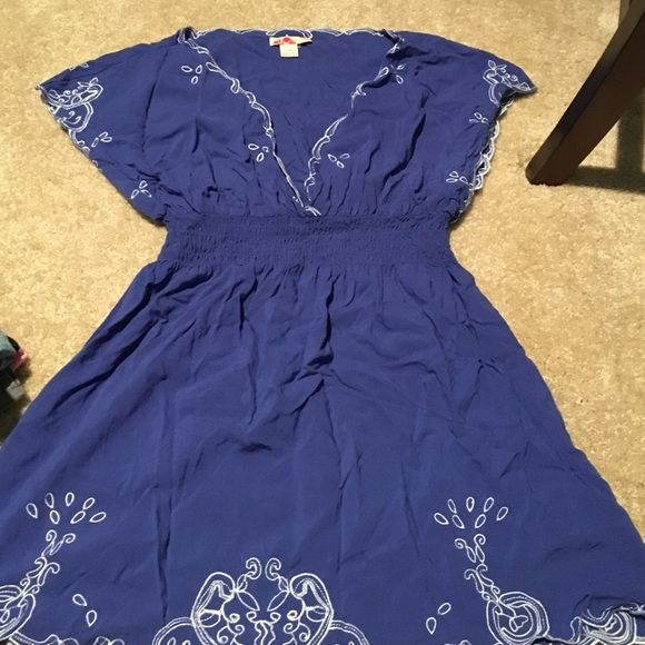 Blue embroidered flowey top Blue flowey top perfect for a beach coverup Forever 21 Tops Tunics