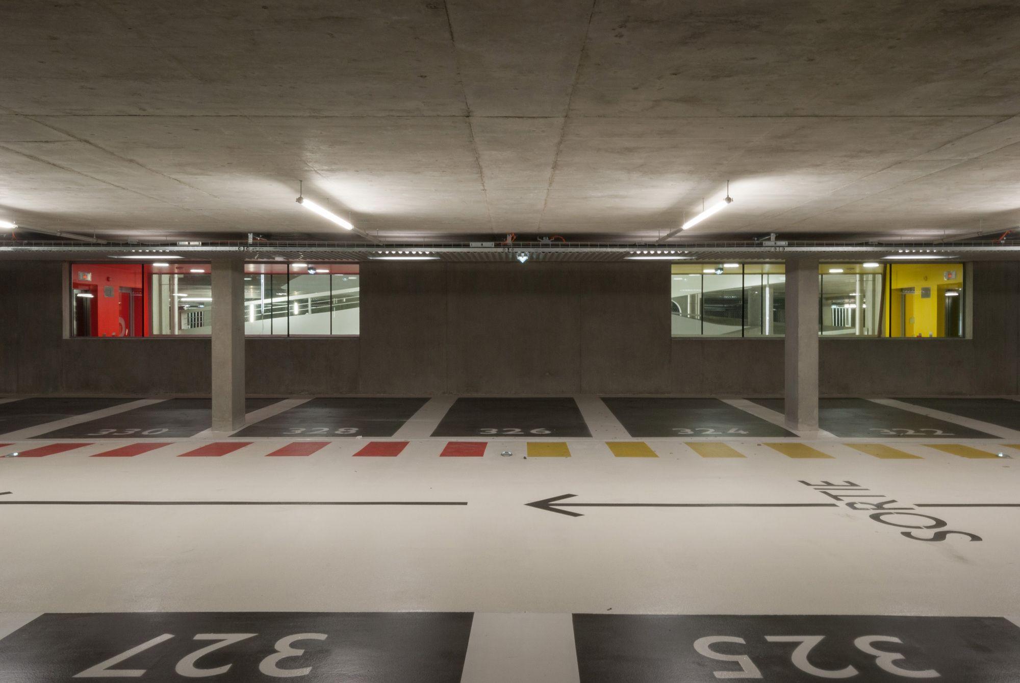 Galer a de edificio de estacionamientos en grenoble gap for Garage auto grenoble