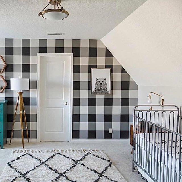 I love black and white and this buffalo check wallpaper