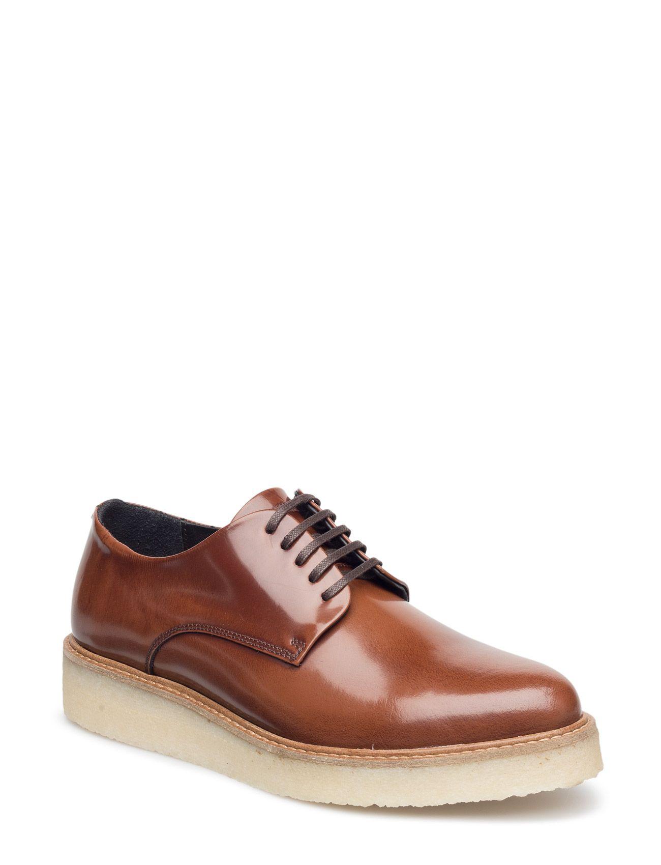 Vi har Royal RepubliQ Border Creep Shoe (Tan) i lager på Boozt.com, för enbart 2049 kr. Senaste kollektionen från Royal RepubliQ. Shoppa tryggt & säkert, snabb leverans.