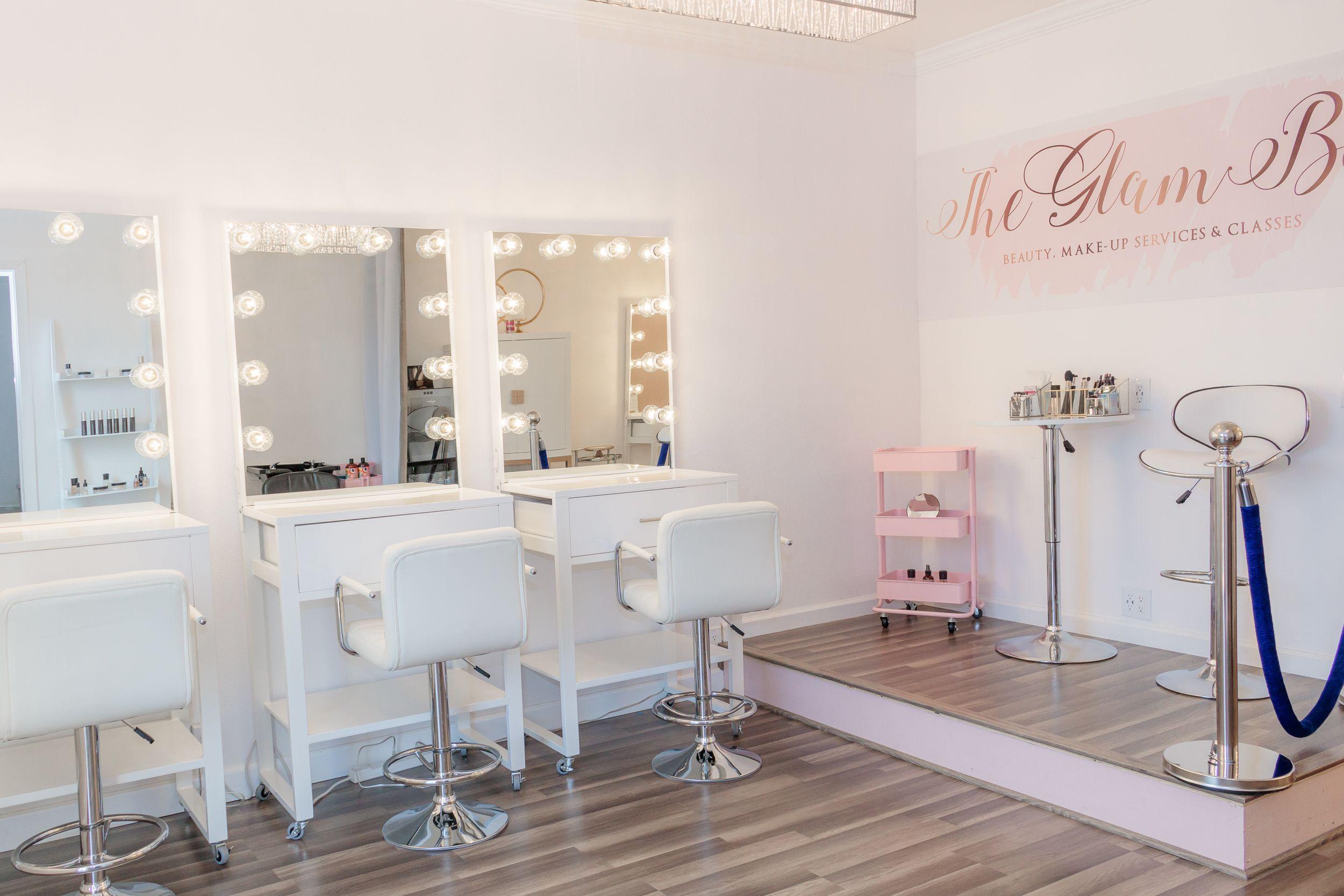 Make-up classes (con imágenes)  Diseño de salón de belleza, Ideas