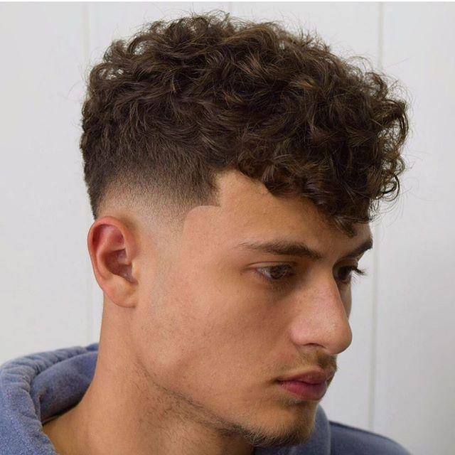43 Letzte Manner Verblassen Lockige Frisuren In 2020 Lockige Frisuren Haarschnitt Ideen Haarschnitt Fur Lockige Haare