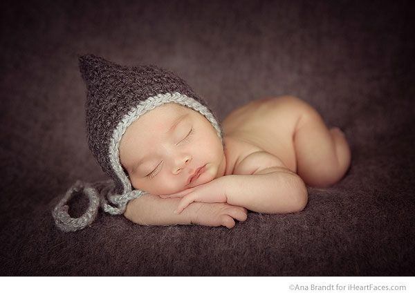 Transitional posing for newborn portrait sessions by ana brandt via iheartfaces com