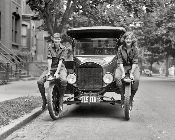 Vi & Liz pose before making their cross-country drive from Washington, DC to San Francisco. 1922