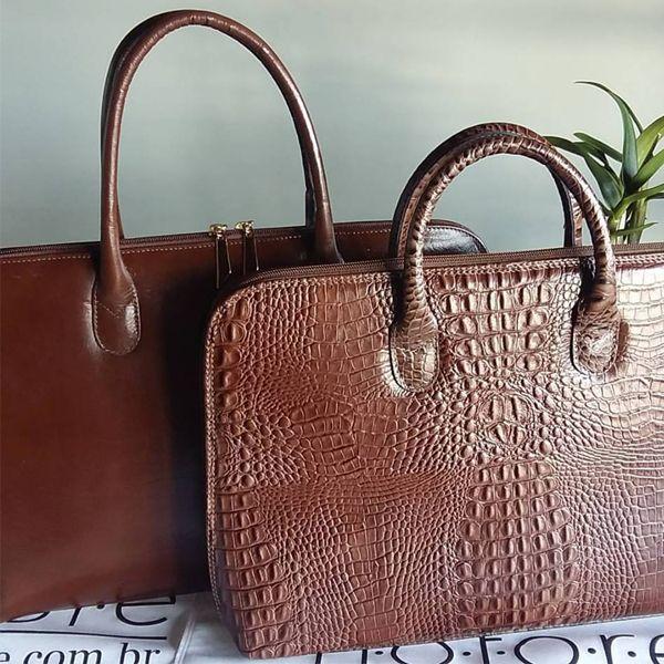b228a1226d Bolsa pasta feminina de couro para notebook marrom croco. Clássica e chic bolsa  tipo pasta