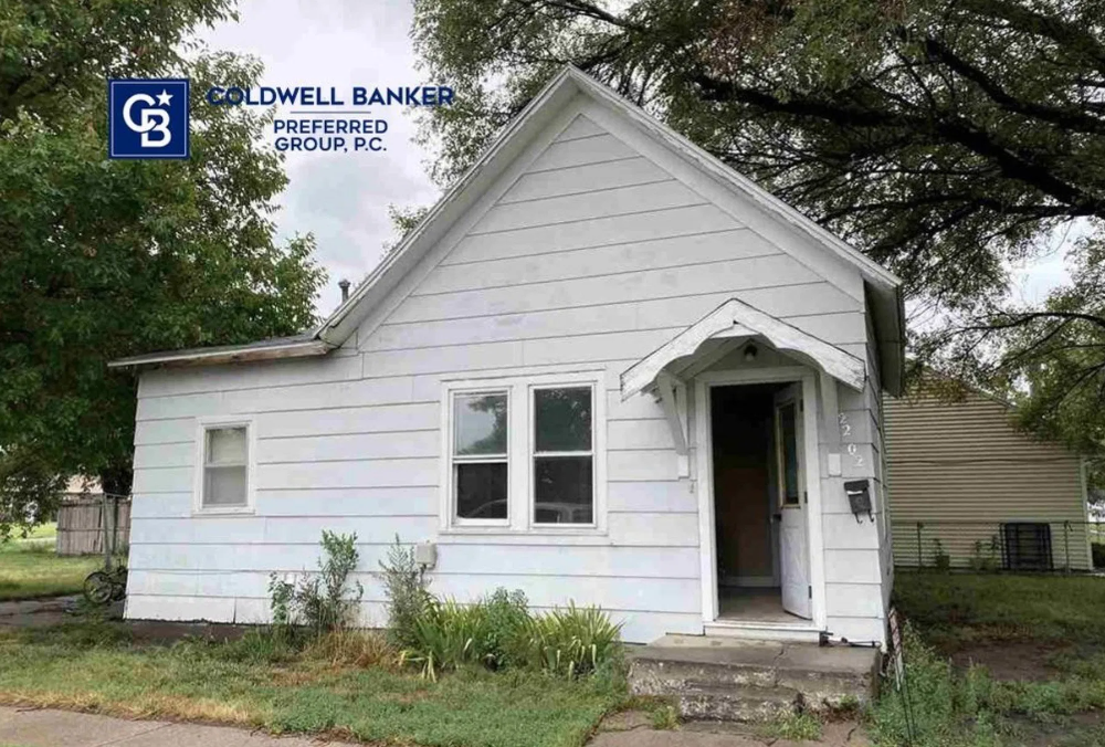 C 1925 Small Home In Good Condition For Sale In North Platte Ne 42 000 Tiny House Calling Smallhouses Ti Tiny House Interior Design Tiny House Small House