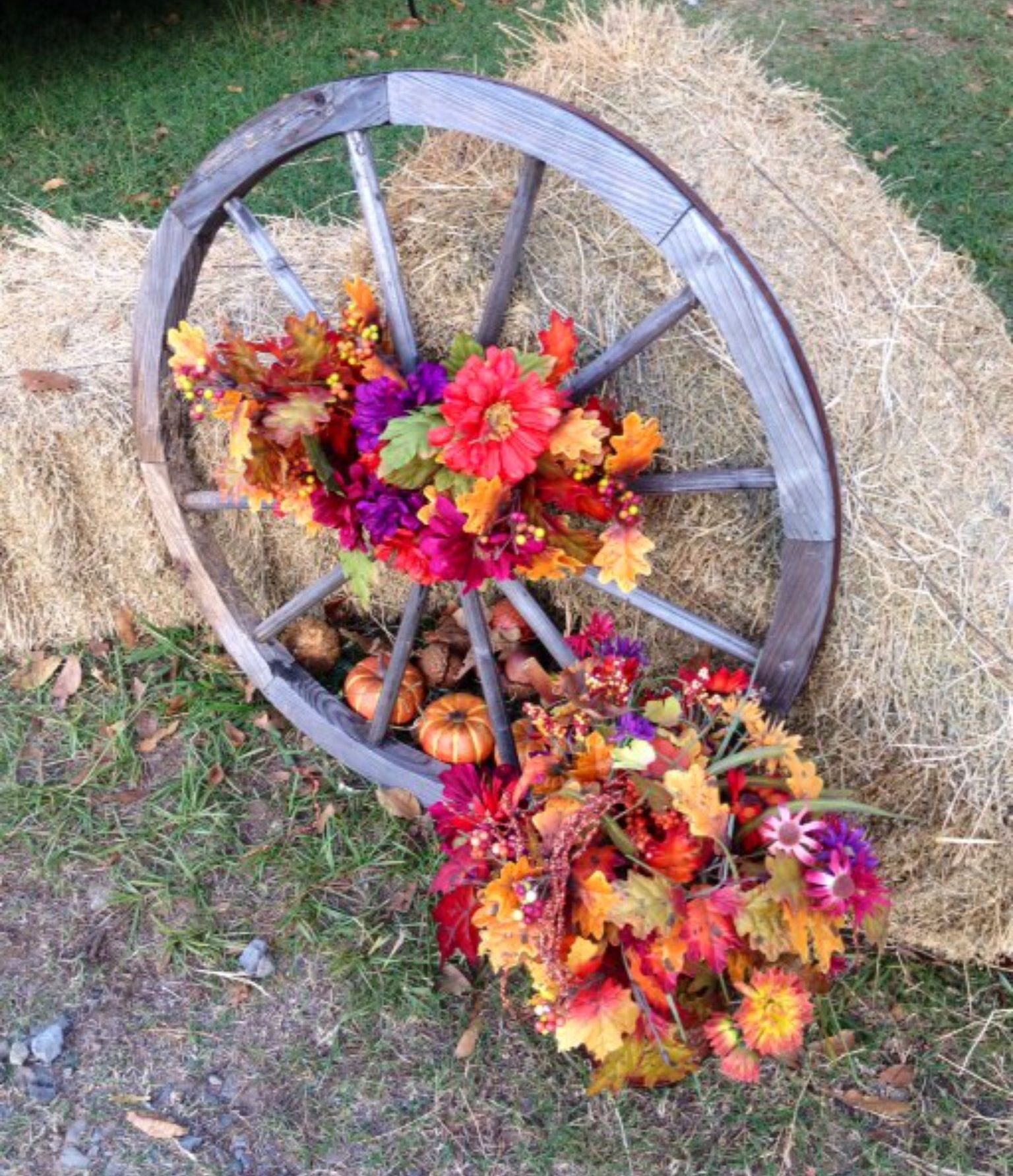 30 Rustic Country Wedding Ideas With Wagon Wheel Details Hargett