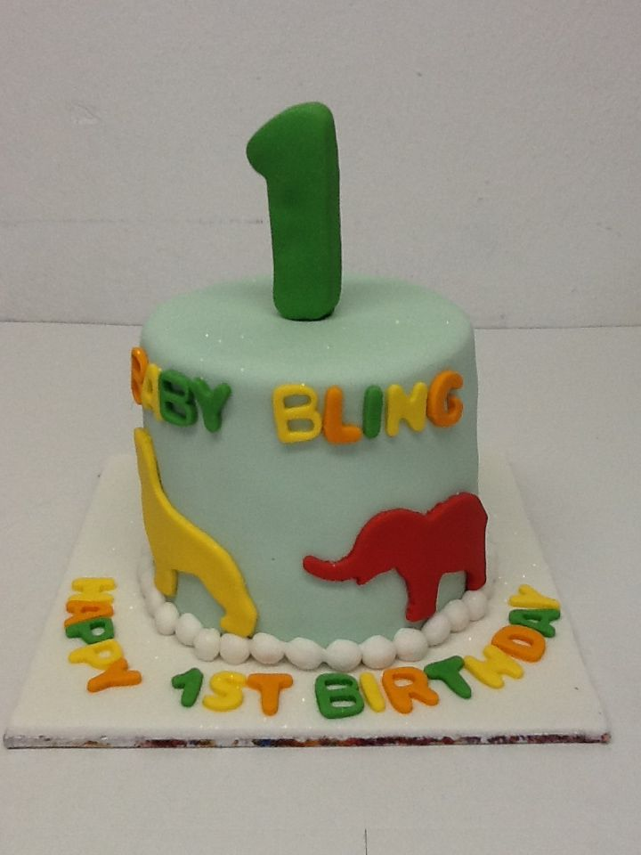 A wonderful 1st birthday cake by Belle's Patisserie.