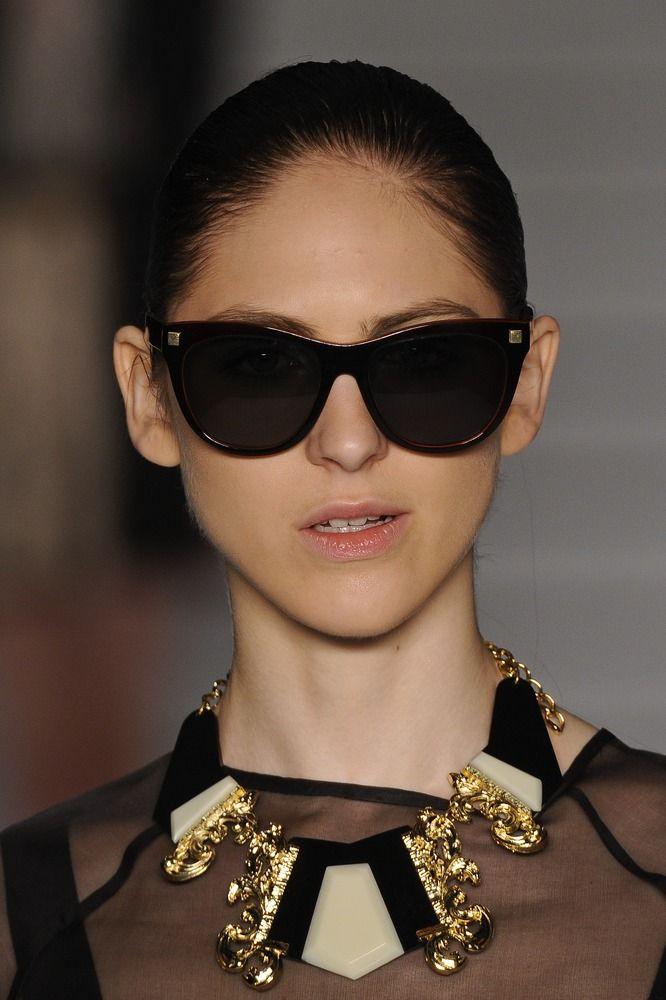 Óculos e colar Têca por Helô Rocha. Mais acessórios: http://abr.io/2Guh | Fotos Fotosite