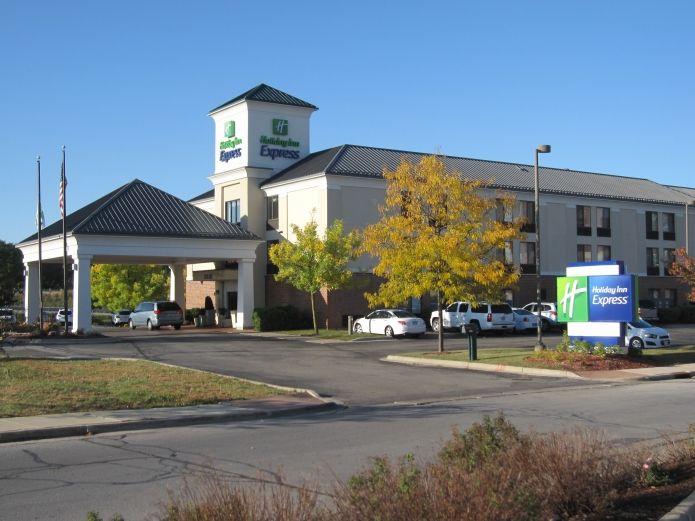 Holiday Inn Express Delafield Wi Hotel Area Chamber Member Via Visitdelafield Org