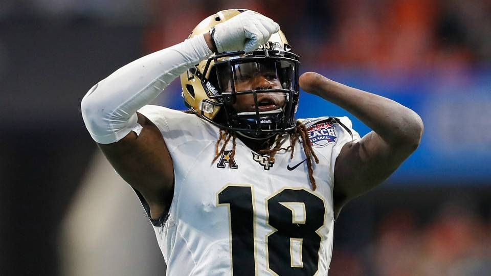 Shaquem Griffin Dominates Bench Press At Nfl Combine With One Hand With Images Nfl Players Nfl College Football Players