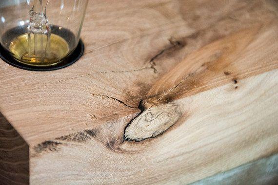 Lampada da tavolo cemento e legno  BINOMIO OLMO di AManoDesignIT