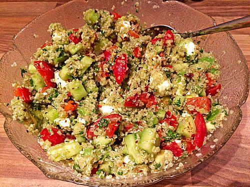 quinoa powersalat mit tomaten und avocado basteln pinterest avocado rezepte quinoa und. Black Bedroom Furniture Sets. Home Design Ideas