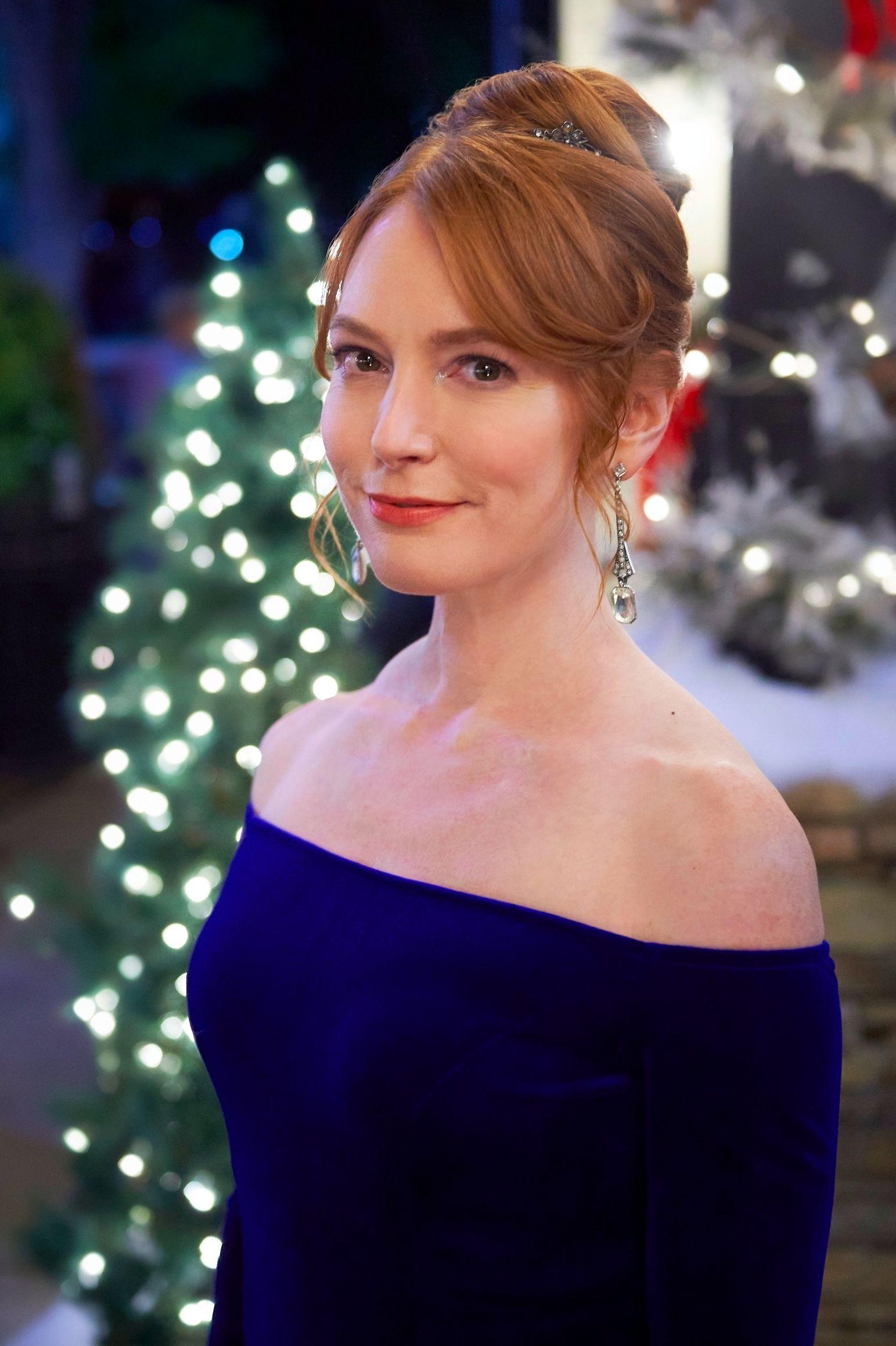 Christmas Tree Lane Starring Alicia Witt Hallmark Christmas Movie In 2020 Hallmark Christmas Movies Hallmark Movies Hallmark Christmas
