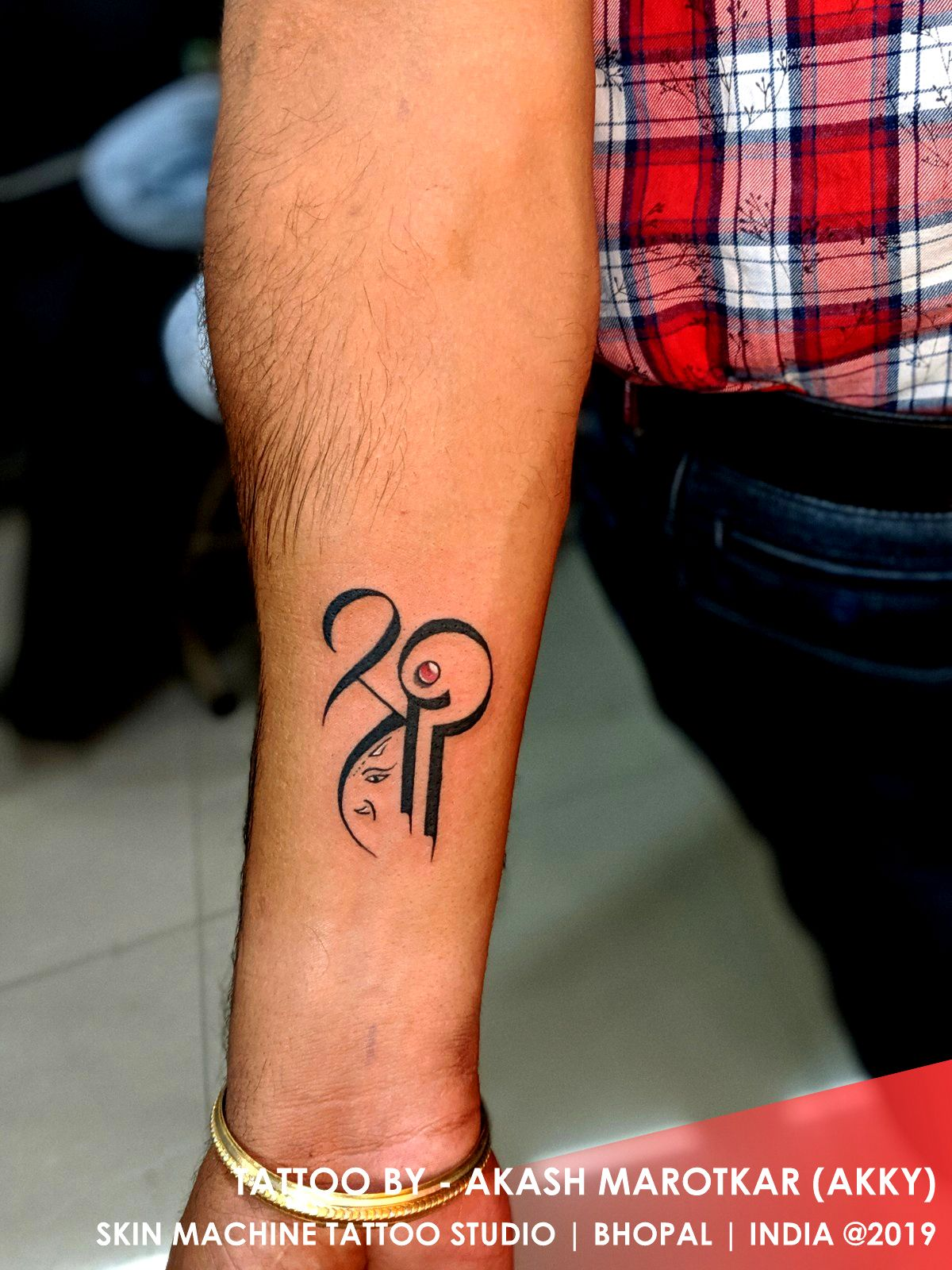 Shree Ganesh In 2020 Tattoos Tattoo Studio Ganesh Tattoo