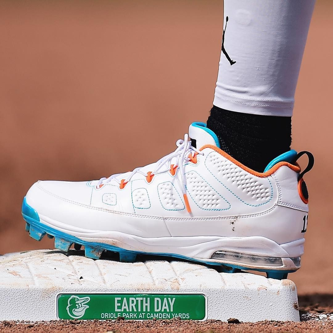 d111d74429ed9d Manny Machado with the Air Jordan 9 cleats.