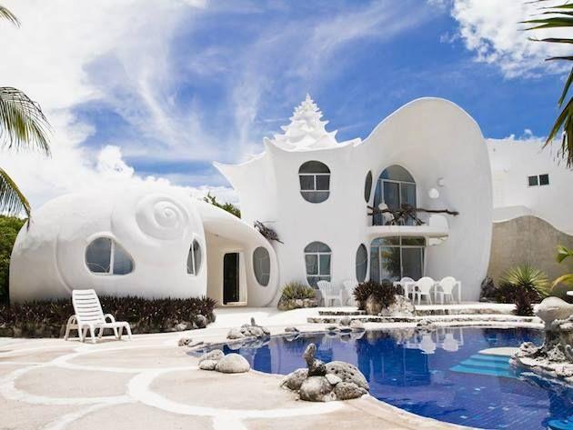 + Arquitetura :   Que tal essa casa concha? Ela esta localizada na Isla de Mujeres (México).
