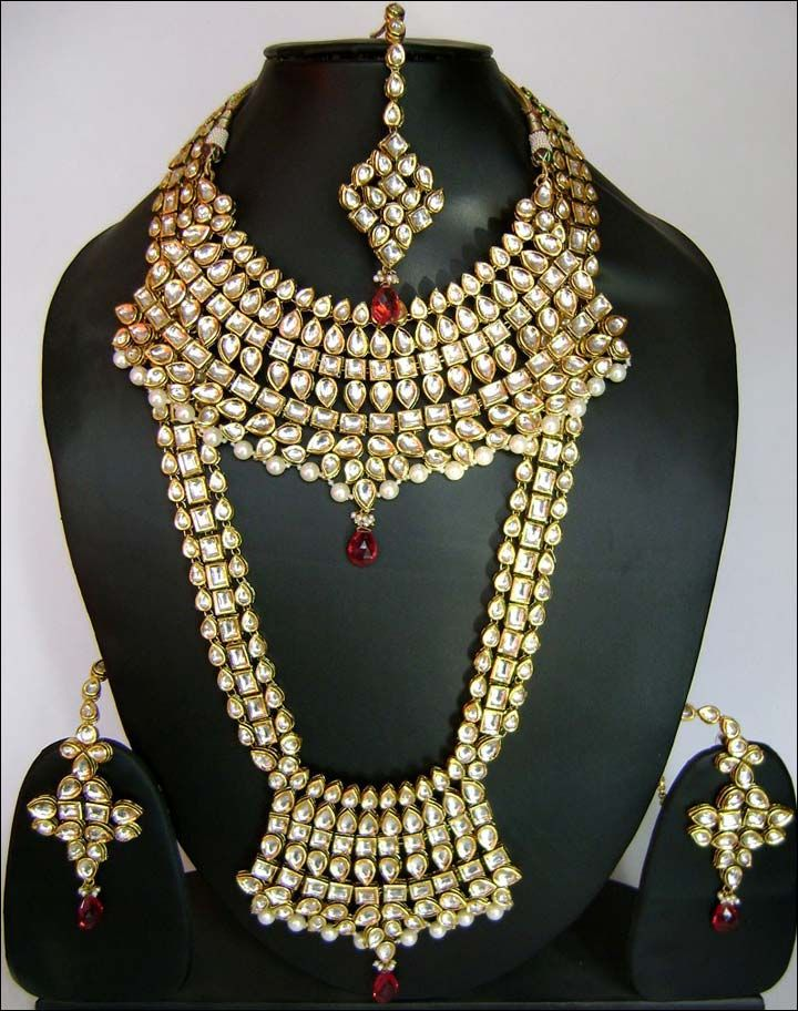 15 mesmerizing wedding necklace designs you must try on wedding 15 mesmerizing wedding necklace designs you must try on junglespirit Images