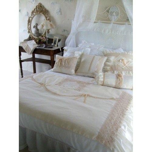 bout de lit dentelle amandine de brevelay deco maison pinterest bout de lit amandine et lits. Black Bedroom Furniture Sets. Home Design Ideas