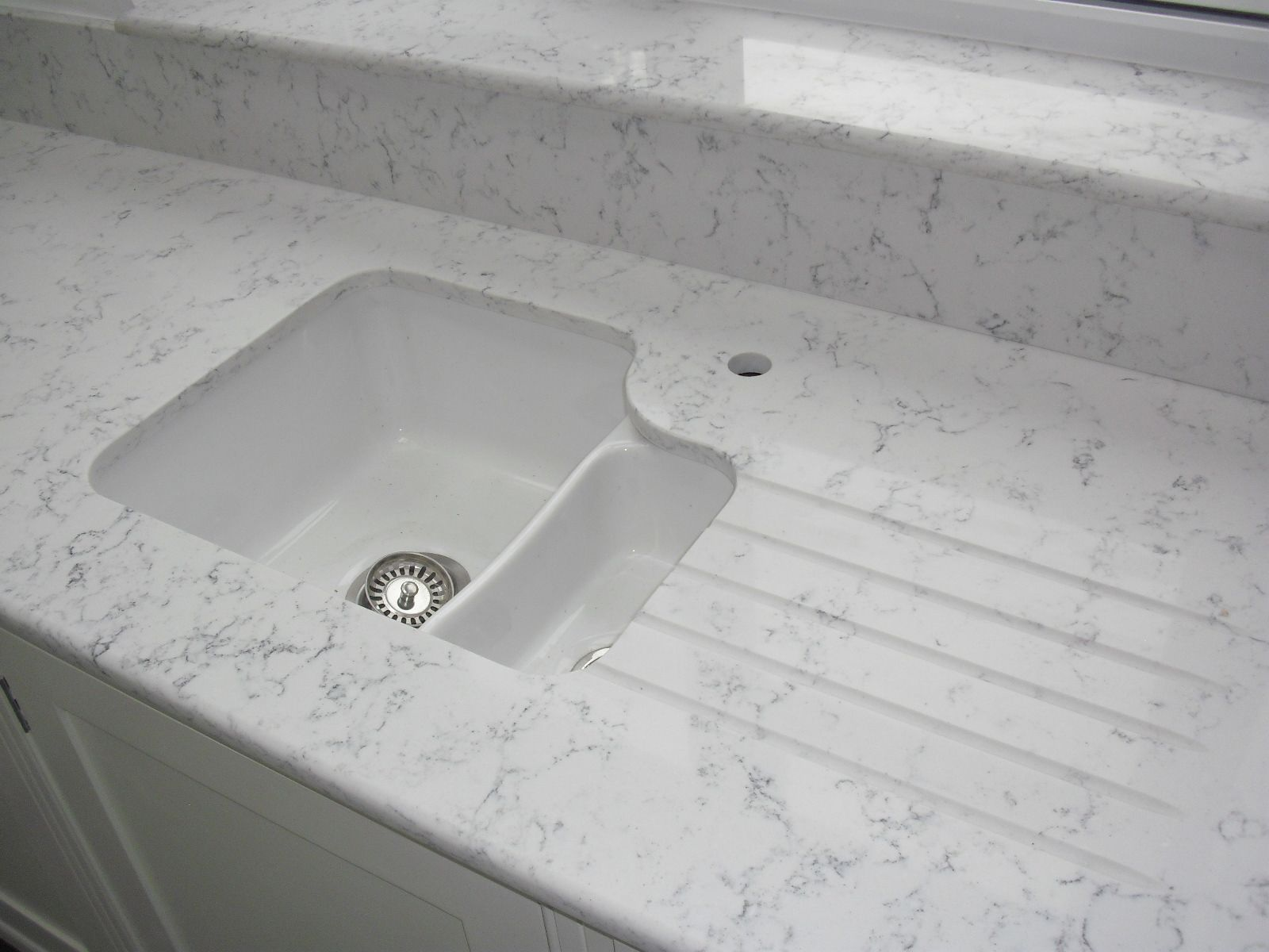 white kitchen sink undermount White ceramic undermount sink with Lyra Silestone worktops drainergrooves undersill and