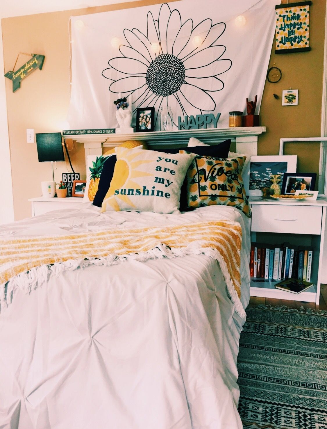 Aesthetic Dorm Room: Snap And Pinterest @yessi7374💛