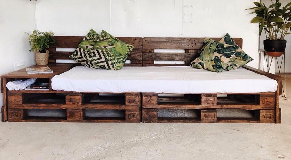 Diy Recycled Pallet Daybed Fabulous Ideas Ideas With Pallets Daybed Diy Fabulous Idea Daybed Diy Fabulous I In 2020 Pallet Daybed Diy Daybed Couch Design