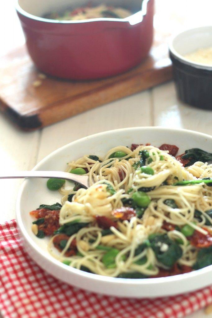 Spaghettis épinards, fèves & tomates séchées