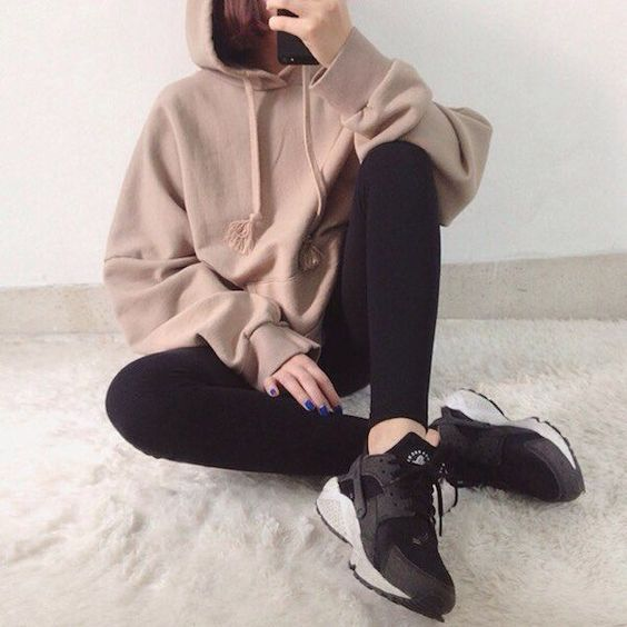 30+ Affordable Athleisure Looks for Winter Follow me or visit www.spasterfield.c... 13