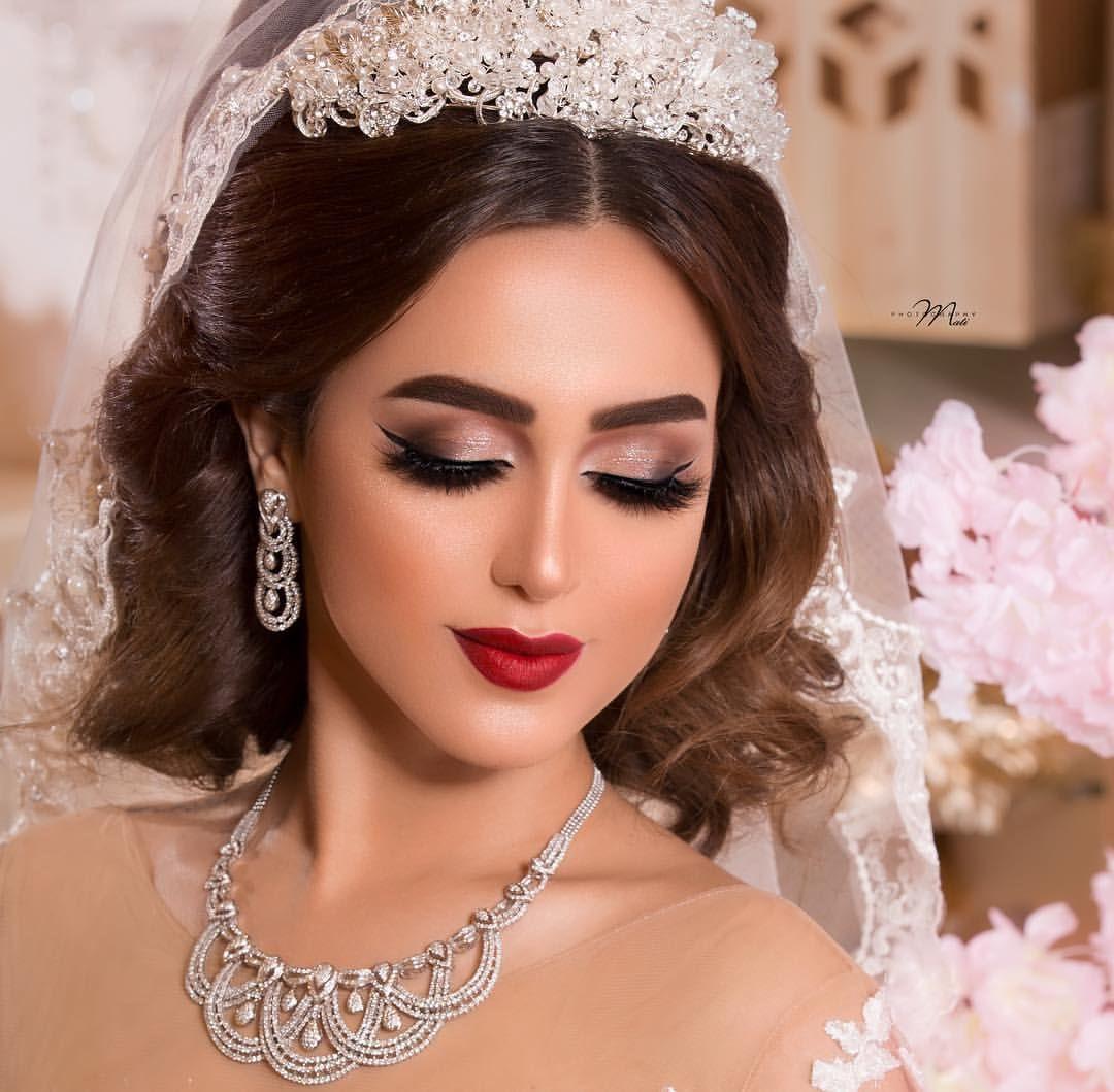 Epingle Par Rojak Rojak Sur Wedding Styles Cheveux Beaute Coiffure Maquillage Coiffure