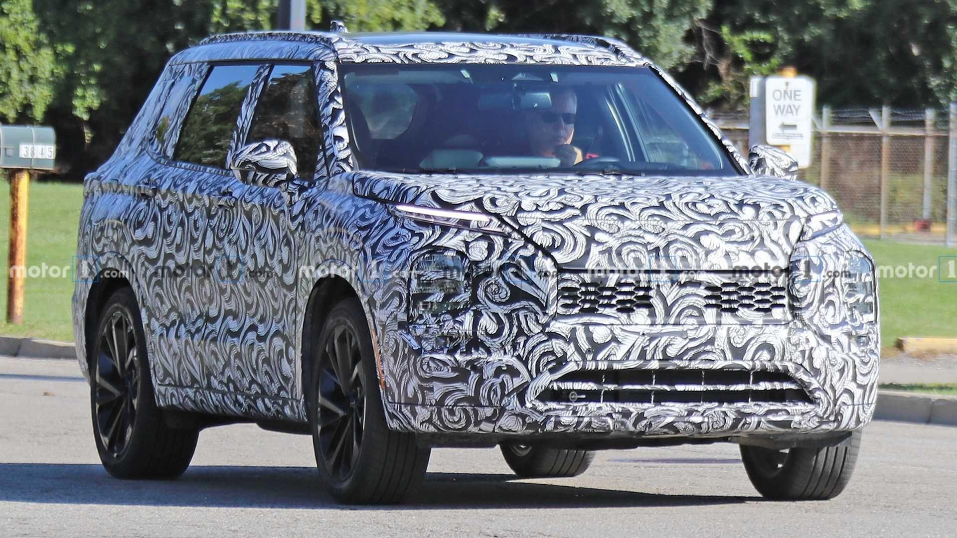 2021 Mitsubishi Outlander Phev Likely Has More Power Ev Range In 2020 Mitsubishi Outlander Outlander Phev Mitsubishi