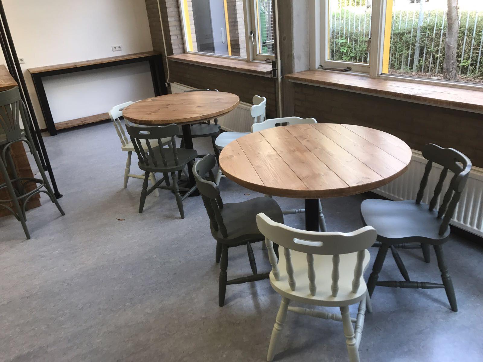 Ronde Tafel Steigerhout : Ronde tafel steigerhout en zwart metalen voet. tafels oud is