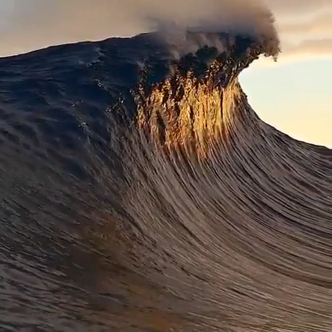 Have you ever seen a wave from an unusual angle? 🌊 Most of time we're not aware of the beauty of usual things of @nature. But How the wave is forming, how it's raising, then how it's flattening? 😍 Don't you find it is mind-blowing? Video by @conorhegyi Follow @woodenwatchesclub Check out our store for #woodenwatchesclub #nature #naturephotography #naturelovers #NatureLover #Naturegram #natureporn #natureaddict #naturephoto #natureshots #naturelove #natureonly #naturel #naturewalk #naturehippys