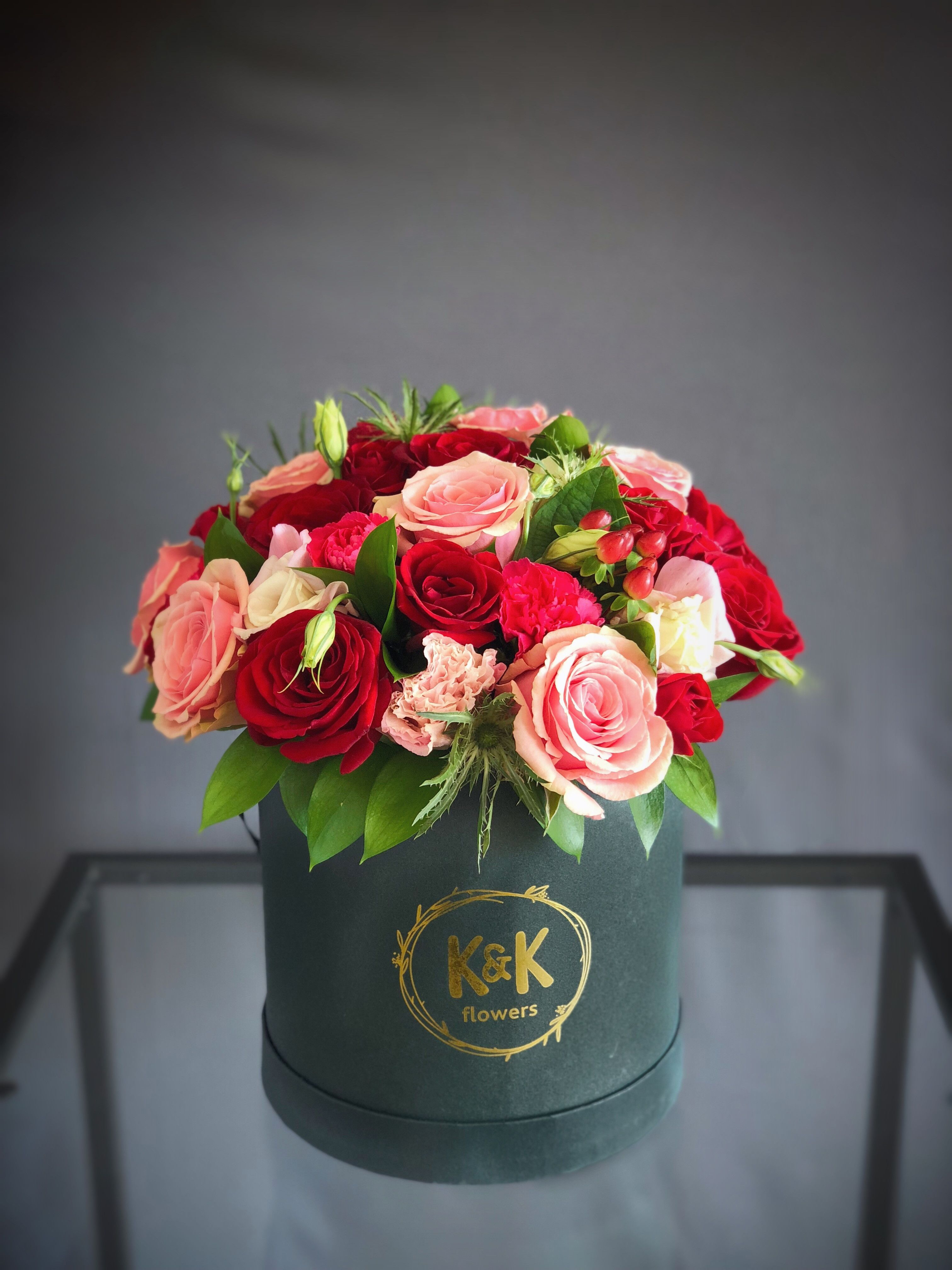 34 Black Hat Box Arrangement Red Pink Small In