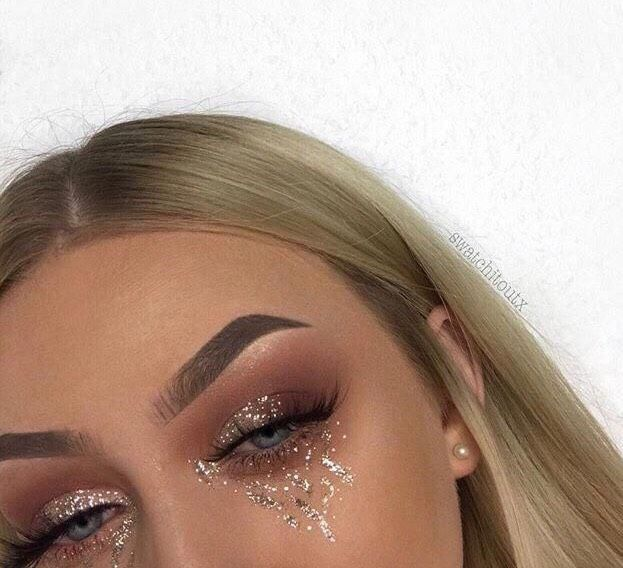 • Glamourous Eye Makeup •