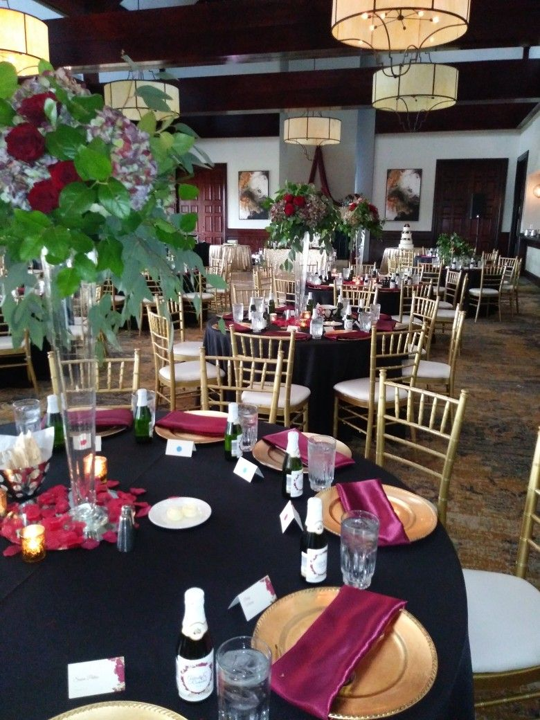 Country Club burgundy and gold Burgundy, gold, Table