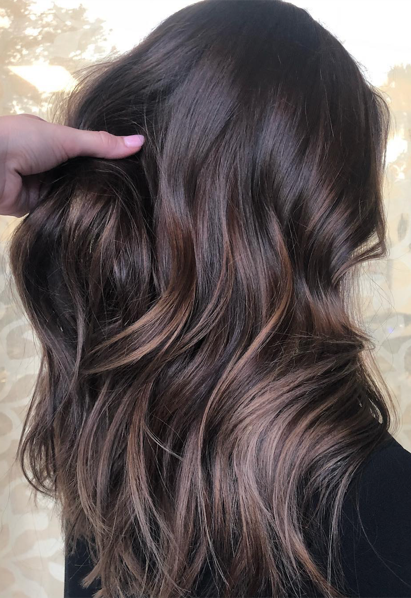 The Hair Color You Should Try This Fall According To Your Skin Tone Learn What Of This Fall S Autu Brunette Hair Color Fall Hair Curly Hair Styles Naturally