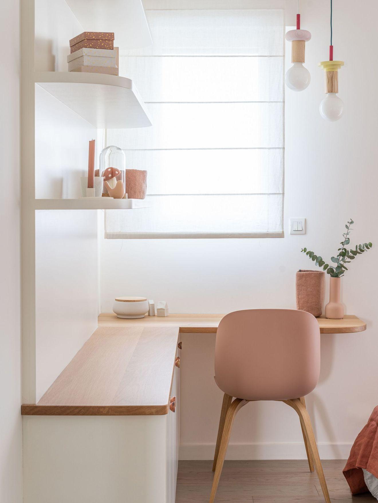 Maison Rennes Une Maison Recente Personnalisee Pour Une Famille En 2020 Maison Rennes Bureau Dans La Chambre Decoration Maison
