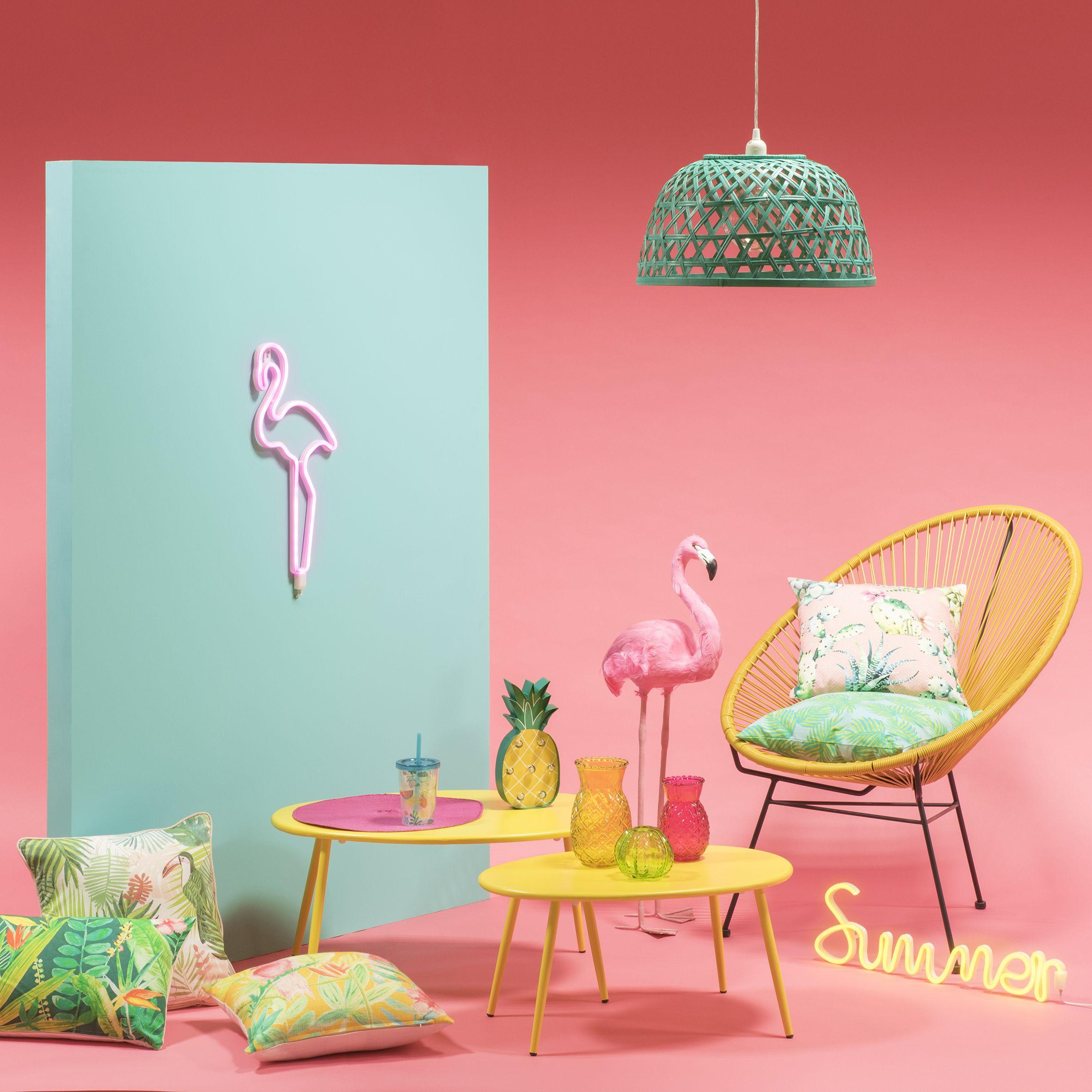 Life In Technicolore Avec Une Decoration Acidule Et Des Couleurs Pop Pour La Chambre Le Salon Et Le Jardin Coussin Trending Decor Home Decor Trends Home Decor
