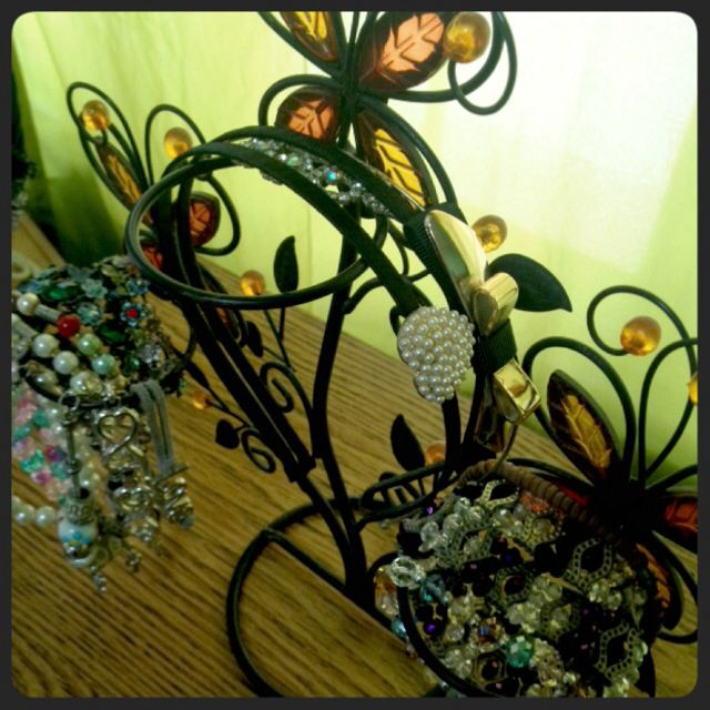 Repurposed candle holder to bracelet and hairband holder