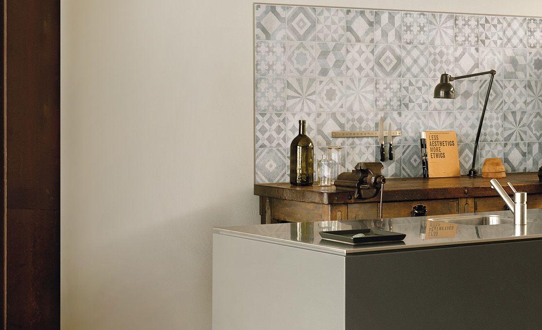 Patchwork vloertegel 60x60 cm en 20x20 cm tegen de keuken ...