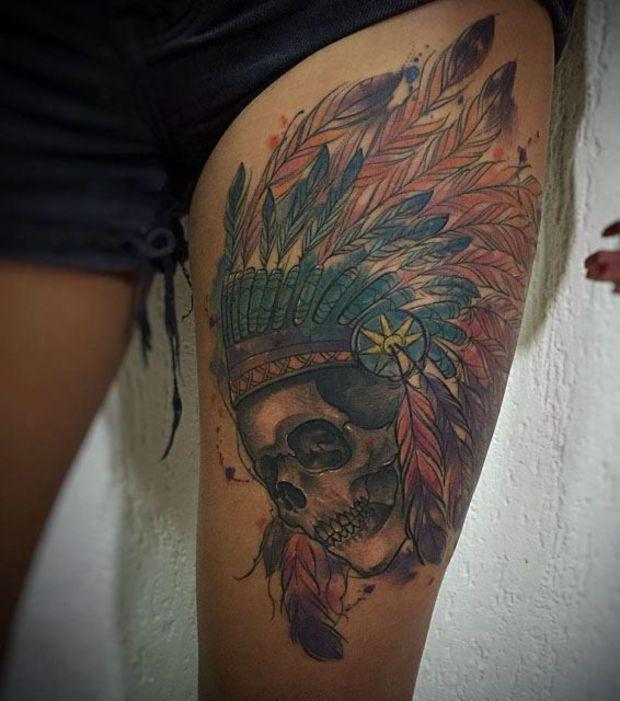tatouage indien de tête de mort sur la cuisse gauche | tattoo