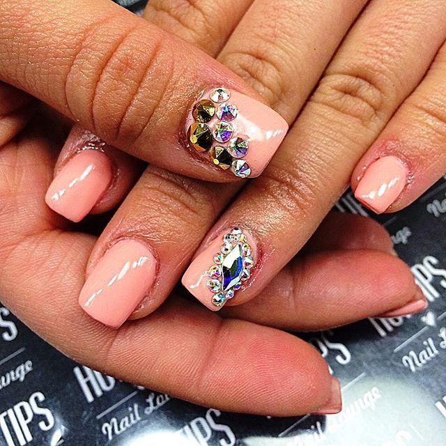 #hottipsnaillounge#nails  #holidaynails #gelmanicure#gelnails#christmasnails#girl#glitternails#nailart#photooftheday#love#nailpolish#3dnails#nudenails#almondnails#roundnails#pointednails#nailswag#naildesign#love#swarovskinails#blingnails#instagood#nailstagram#instanails#nailaddict#nails2inspire#nailsalon#coffinnails#dopenails