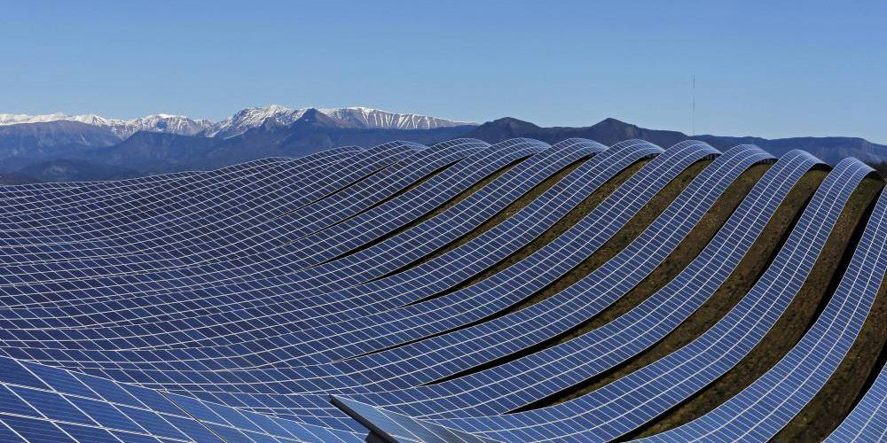 World S Largest Solar Power Plant Planned For Chernobyl Nuclear Wasteland Solar Farm Solar Power Plant Solar Energy