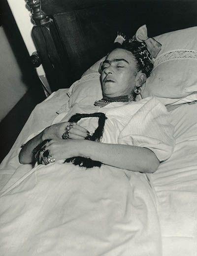 Frida Kahlo on her death bed, 1954 photo Lola Álvarez Bravo