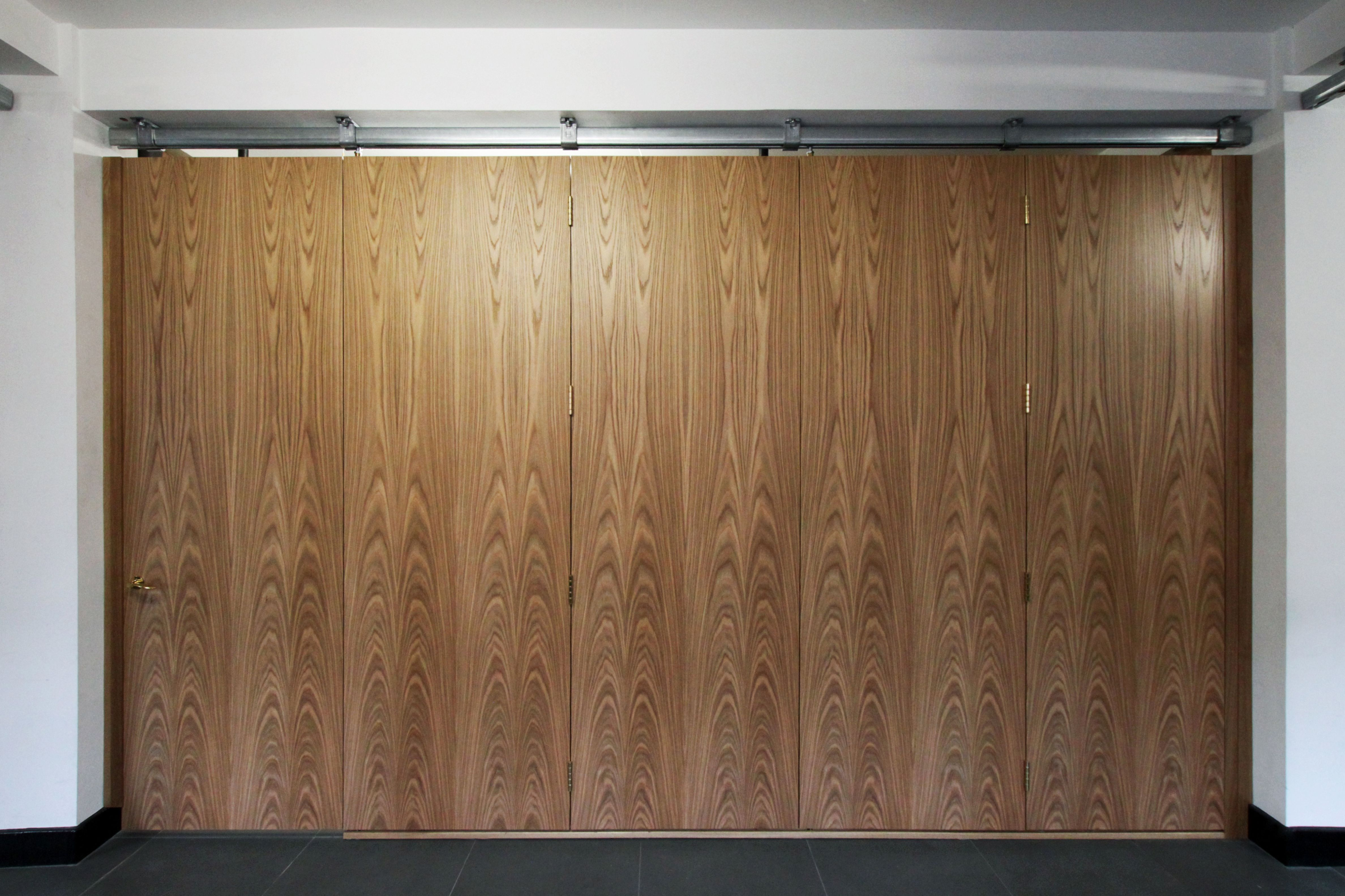 Floor to ceiling oak veneer room dividers with partition for Commercial room dividers sliding