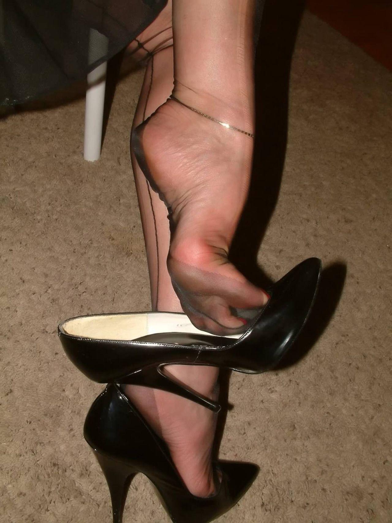 Pin Su Nylons And Heels-4040