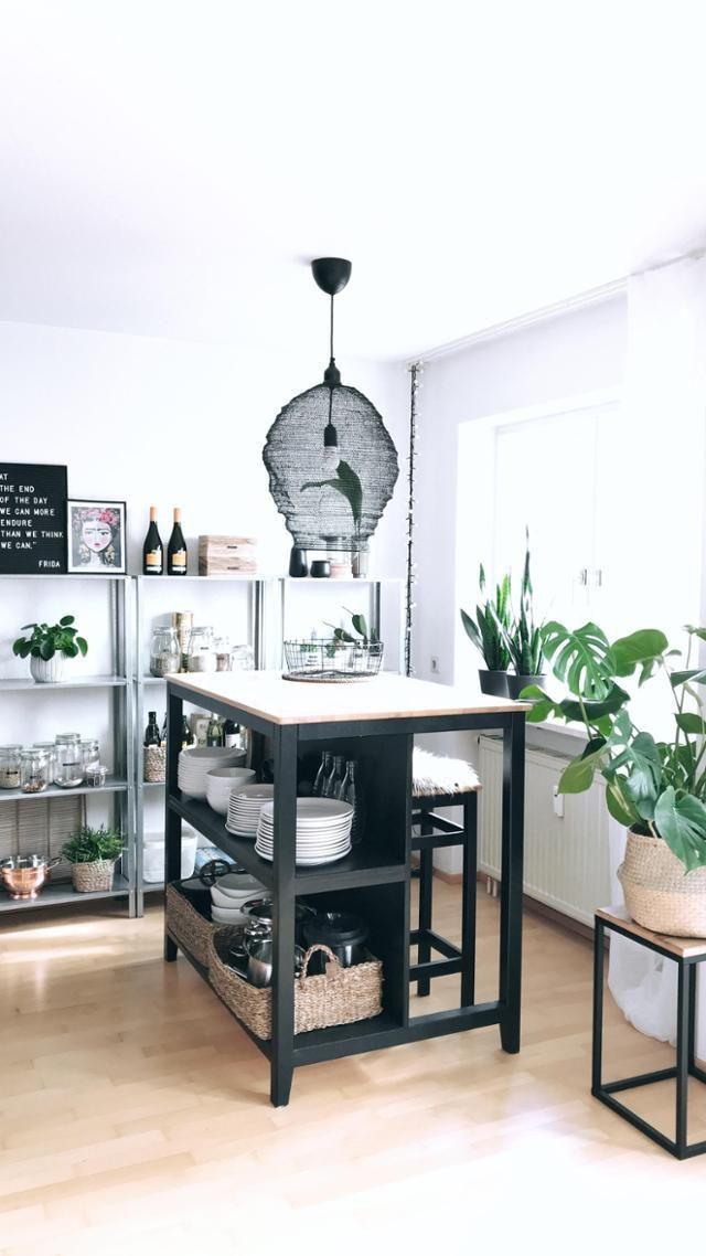 Ein küchentresen bietet nicht nur arbeitsfläche und einen essplatz sondern auch stauraum entdecke noch mehr wohnideen auf couchstyle schwarz k