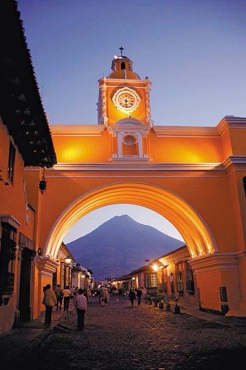 Arco de Santa Catalina. La Antigua Foto de Ricky López Bruni
