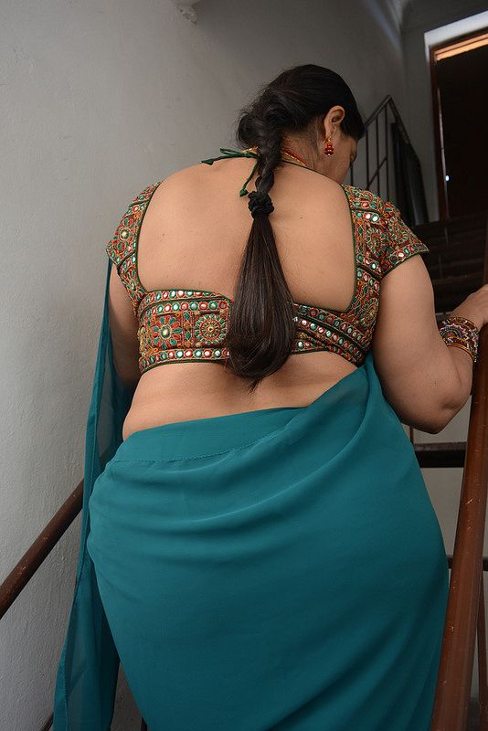 Sari and ass gand